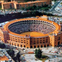 Plaza de Toros - Madrid, España - my father used to like to watch bullfighting, but I never liked it. But nothing is more Spanish! Oh The Places You'll Go, Places To Travel, Places To Visit, Travel Around The World, Around The Worlds, Architecture Antique, Foto Madrid, Spain Images, Seville Spain