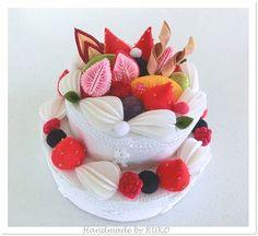 tetoteで販売中のケーキです。 下段の直径が16㎝くらいのいつもバースデーケ...