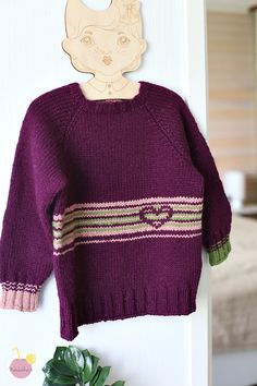 Knitted sweater and free pattern (in finnish)