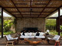 Outdoor living room of the FN House - Bernardes & Jacobsen Arquitetura Outdoor Lounge, Outdoor Areas, Outdoor Rooms, Outdoor Dining, Indoor Outdoor, Outdoor Decor, Gazebos, Traditional Porch, Patio Interior