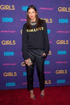 先日、26年勤め上げたJ.クルーを退職することが発表された、ジェナ・ライオンズ。彼女の功績は、J.クルーをアメリカでもっとも影響があり、広く知られるブランドのひとつに変化させたことだ。 ライオンズは、女性のファッションを変えたと言える。
