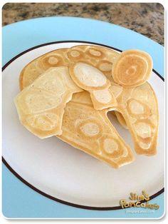Millennium Falcon pancake (by Jim's Pancakes)    see also: AT-AT Pancake http://pinterest.com/pin/180636635023924847/