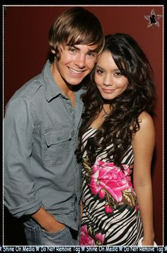 Zac Efron and Vanessa Hudgens look so cute together Troy Bolton, Hollywood Couples, Hollywood Celebrities, Cute Celebrity Couples, Cute Couples, Celebrity Gallery, Celebrity Photos, Teen Star, Zac Efron Vanessa Hudgens