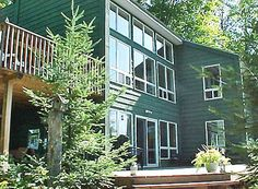Wenona Lake 3, located in the Haliburton Highlands, Ontario. Beautifully furnished, 4 bedroom cottage overlooks Wenona Lake.  Cottage located within 25 km of the Haliburton School of Fine Arts.  Sandy beach with gradual entry.  Cottage sleeps a maximum of 10