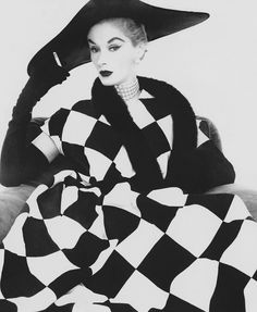 Lisa Fonssagrives.  Photo by Irving Penn.  Vogue.