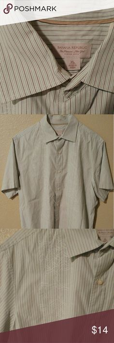 BANANA REPUBLIC CLASSIC FIT XL SHIRT BANANA REPUBLIC CLASSIC FIT XL SHIRT   IN GREAT CONDITION!!!... ***See the pictures for more details**** Banana Republic Shirts Dress Shirts
