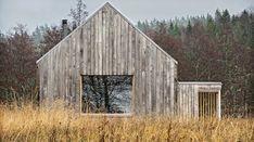 Åkerudden är det nya trähuset personifierad. Utsökt enkel estetik i ett formspråk som liknar den klassiska ladans, gråskimrande men försedd med stora fönster som låter ljuset flöda in från alla väderstreck.