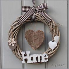 Türkranz HOME & Herz von EuliundCo via dawanda.com Home Crafts, Diy And Crafts, Welcome Signs Front Door, Money Making Crafts, Sewing Baskets, Flower Girl Basket, Baskets On Wall, Xmas Decorations, Grapevine Wreath