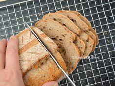 Desembrood maken met de 1-2-3 methode. Recept Xandra Bakt Brood. Wood Stove Cooking, Piece Of Bread, Bread Baking, Scones, Crackers, Bread Recipes, Biscuits, Pancakes, Food And Drink