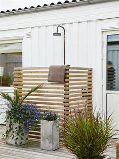 32 beautiful DIY outdoor shower ideas: creative designs & plans on how to build easy garden shower enclosures with best budget friendly kits & fixtures! – A Piece of Rainbow outdoor projects, backyard, landscaping, Outdoor Pool Shower, Outdoor Shower Enclosure, Outdoor Baths, Outdoor Bathrooms, Outdoor Rooms, Outdoor Living, Outdoor Decor, Outdoor Kitchens, Outside Showers