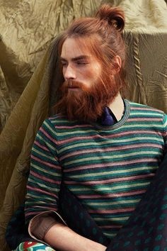 ginger beard - I often wondered what he would look like with short and being clean shaven (I bet that that does not appeal to him! and why should it - he looks absolutely amazing with the long beard and hair and top knot. Red Hair Men, Men Hair Color, Ginger Men, Ginger Beard, Hair And Beard Styles, Long Hair Styles, Man Bun Hairstyles, Hairstyle Men, Redhead Men