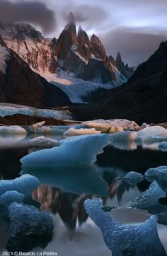 Laguna and Cerro, Los Glaciares National Park, Argentina. Photo by Ricardo La Piettra.