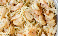 Vous cherchez une bonne recette facile de pâtes aux crevettes? Celle-ci est vraiment bonne et la sauce est onctueuse!