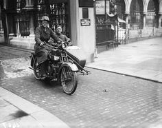32 Badass Vintage Photographs Of Women And Motorcycles A woman dispatch rider with a male friend in tow during World War I, 1917.