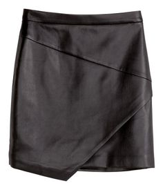 Short skirt in imitation leather with asymmetric section at front and a visible metal zip at back. Lined.