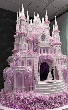 Chic Technique: A royally grand lavender, pink and white castle wedding cake. - -The Chic Technique: A royally grand lavender, pink and white castle wedding cake. Castle Wedding Cake, Big Wedding Cakes, Amazing Wedding Cakes, Wedding Cake Designs, Amazing Cakes, Wedding Themes, Wedding Events, Crazy Cakes, Fancy Cakes
