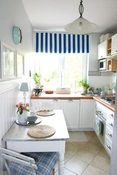 4 Types of Kitchen Lighting- Anything You Need to Know Small Kitchen Remodel Kitchen Lighting sma Types Small Space Kitchen, Kitchen Corner, Little Kitchen, New Kitchen, Kitchen Dining, Kitchen Decor, Kitchen Ideas, Small Spaces, Kitchen White
