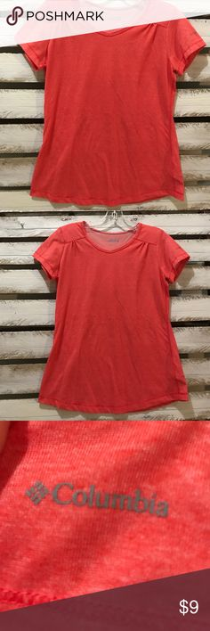 Columbia Tee SMALL 👞👢 Heathered  Salmon Columbia tee.  Excellent condition.  Gathered slightly as the center of the shoulder blades.  67% polyester 33% cotton Columbia Tops Tees - Short Sleeve