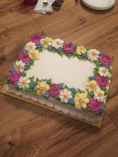 Old school and beautiful! Buttercream Cake Designs, Cake Icing, Cupcake Cakes, Buttercream Flowers, Cupcakes, Pretty Cakes, Beautiful Cakes, Amazing Cakes, Sheet Cake Designs