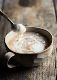 How to Make Mocha >>>> I don't remember the first time I tasted a mocha. It was probably at a Starbucks or Caribou Coffee when I was 18 or so. In general I am nonplussed about most chain coffee drinks, but, if my memory serves me....