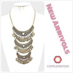 Un 2016 llena de glamour   Contactanos : 809 853 3250 / 809 405 5555  Delivery  Envoltura disponible   #newarrivals #available #oldgold #maxinecklace #glam #shine #accesories #byou #becomplete