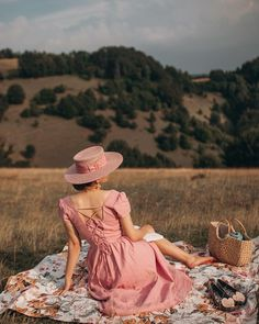 "Aida Đapo Muharemović on Instagram: ""QUIET AUGUST Just give me a quiet spot with a breathtaking view. The air smelled on an ongoing summer rain, the sunshine was like powdered…"" Aesthetic Vintage, Aesthetic Photo, Pink Aesthetic, Picnic Photo Shoot, Vogue Wallpaper, Idda Van Munster, Flax Flowers, Summer Rain, Glamour"