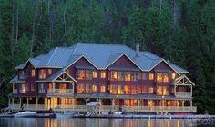 King Pacific lodge فندق كندي يطفو بنزلائه…: يُعتبر فندق من أغرب وأجمل الفنادق في العالم ويقع هذا الفندق في كندا وهو فندق يطفو بالنزلاء فوق…