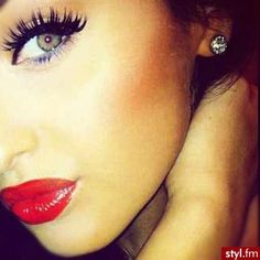 Love the red lips and the lashes.