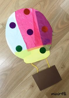 Moving onto balloons this week! Look at these adorable hot air balloons! Perfect for adding a picture of your little one to! You may need: White construction paper Strips of assorted tissue paper o…