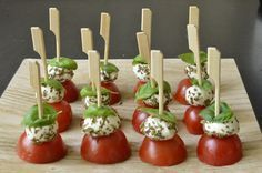 18 Easy and inexpensive appetizer recipes for Christmas and .- 18 Recettes d'amuse-bouche faciles et pas chers pour Noël et les fêtes – Gesundes Essen 18 Easy and cheap appetizer recipes for Christmas and the holidays - Cheap Appetizers, Holiday Appetizers, Appetizer Recipes, Snack Recipes, Cooking Recipes, Cooking Food, Food Tags, Snacks Für Party, Appetisers