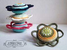 """Rasseln & Greiflinge - Babyrassel """"Mandala Blume"""" // gelb, grün - ein Designerstück von a-french-touch bei DaWanda"""