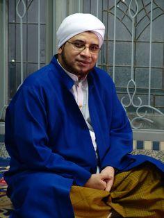 Foto Habib Munzir Maher Zain, Muslim Men, Self Reminder, Islamic Pictures, Borneo, Alhamdulillah, Islamic Quotes, Quran, Religion