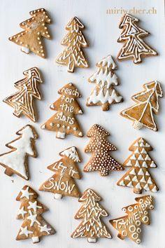 reach for the stars, lebkuchen verzieren, lebkuchen backen, lebkuchen zuckerguss, lettering auf lebkuchen, lettering, foodblog schweiz, schweizer foodblog, foodstyling schweiz, foodphotography schweiz, schweizer foodfotografie, foodbloggerin schweiz, christmas gebäck, let it snow lettering, oh tannenbaum lettering. lettering schweiz, chalkboard Merry Christmas, Christmas Time, Christmas Gifts, Christmas Decorations, How To Make Cookies, Holiday Cookies, Cookie Decorating, Gingerbread Cookies, Kids Meals