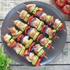 Hühnchen-Spieße mit Gemüse passen auch super zum Grillabend.
