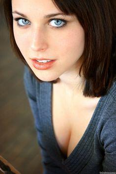 eyed Hot brunette blue