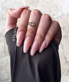 Semi-permanent varnish, false nails, patches: which manicure to choose? - My Nails Cute Acrylic Nails, Cute Nails, Pretty Nails, Perfect Nails, Gorgeous Nails, Hair And Nails, My Nails, Nail Ring, Rhinestone Nails