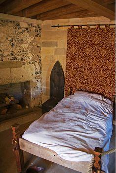 Medieval toilet in Stolpen Castle. Interior Wood Shutters, Wood Interior Design, Interior Plants, Bodiam Castle, Arundel Castle, Castle Floor Plan, Castel Del Monte, Medieval Houses, Medieval Castle