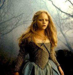 Christina Ricci as Katrina Van Tassel in Sleepy Hollow (1997).
