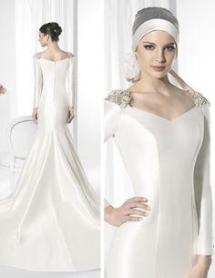 Vestido de novia línea sirena con gran cola confeccionado en Mikado Francés.