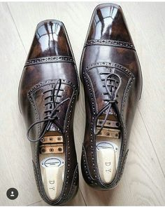 Men's cap toe dress shoes