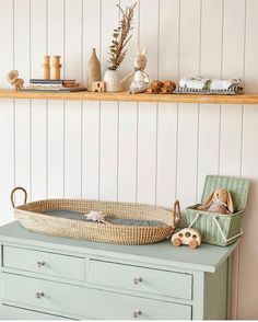 One of our favorite kindergarten hacks on a budget is a DIY changing table. - One of our favorite kindergarten hacks on a budget is a DIY changing table. Pastel Nursery, Mint Nursery, Nursery Neutral, Nursery Room, Nursery Decor, Bedroom Decor, Baby Bedroom, Baby Boy Rooms, Baby Room Decor