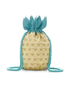 Our yellow pineapple backpack for girls is decorated with glittery hearts and sequin embellishments, and green leafy trims around the top. Warning! Not suitable for children under 36 months.