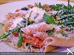 Pasta mit rotem Schafskäse - Pesto und Rucola