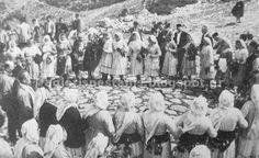 Άη Γιώργης Νεστάνης 1969. Χορός στο αλώνι του μοναστηριού.