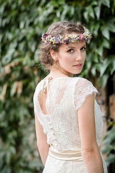 Foto: Stefan Mays Wimpelketten aus Häkelspitze, bunte Wiesenblumen und ein Ja-Wort auf einer Sommerwieseß Träumt ihr auch von einer ...