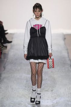Styling a lingerie slip over an oversized hoodie fishnet socks / See the complete Jeremy Scott Fall 2017 Ready-to-Wear collection. Fashion Week, High Fashion, Fashion Show, Fashion Outfits, Fashion Design, Fashion Trends, Style Haute Couture, Couture Fashion, Runway Fashion