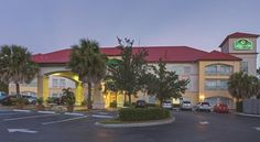 La Quinta Inn & Suites Fort Myers Airport Fort Myers Minutes from Southwest Florida International Airport with free shuttle service during select hours, this hotel is 15 miles from Fort Myers beach. The hotel features a gym and a hot tub.