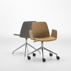 Designed for use in a variety of spaces and contexts, the UNNIA TAPIZ collection groups together all the versions with upholstered seat and backrest in the UNNIA family. This collection shares the same philosophy as the collection with plastic seats and backrests: the possibility of combining seats, backrests and arms with a broad range of bases to create an endless number of customised designs.