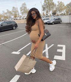 Fashion 2019 New Moda Style - fashion Cute Maternity Outfits, Stylish Maternity, Pregnancy Outfits, Maternity Pictures, Maternity Fashion, Look Fashion, Fashion Models, Girl Fashion, Fashion Outfits
