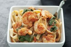 Equally delicious with high protein linguini or fettuccine noodles, this shrimp and spinach pasta is simple, tasty, and a guaranteed hit at dinnertime! Spinach Pasta Recipes, Seafood Recipes, Cooking Recipes, Healthy Recipes, Gumbo, Pasta Dinners, Meals, Asian Vegetables, Chicken Sandwich Recipes
